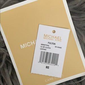 Michael Kors Bags - MK wristlet